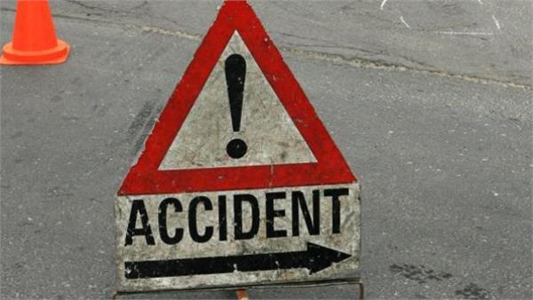 गाड़ी की चपेट में आने से 3 गंभीर घायल
