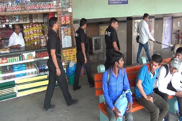दिवाली के चलते पुलिस अलर्ट, बस स्टैंड अौर रेलवे स्टेशन पर गहन जांच