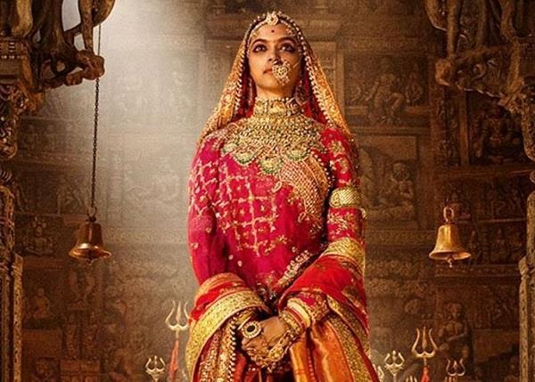 फिल्म 'पद्मावती' में दीपिका ने पहना 20 किलो का लहंगा, उनके दुपट्टे और ज्वैलरी का वजन भी नहीं कुछ कम