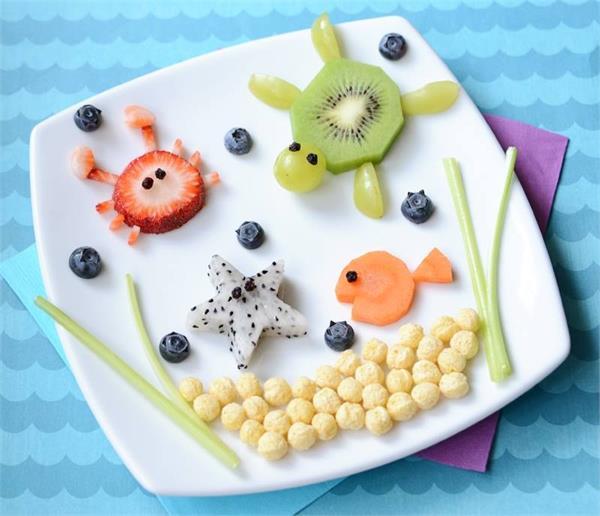 बच्चाें काे खाना खिलाना हैं, ताे कुछ इस तरीके से सजाएं उनकी प्लेट