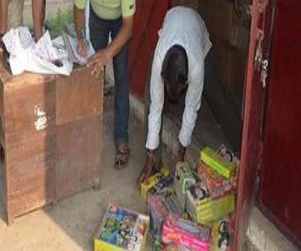 अवैध पटाखा फैक्ट्री का भंड़ाफोड़, भारी मात्रा में विस्फोटक बरामद