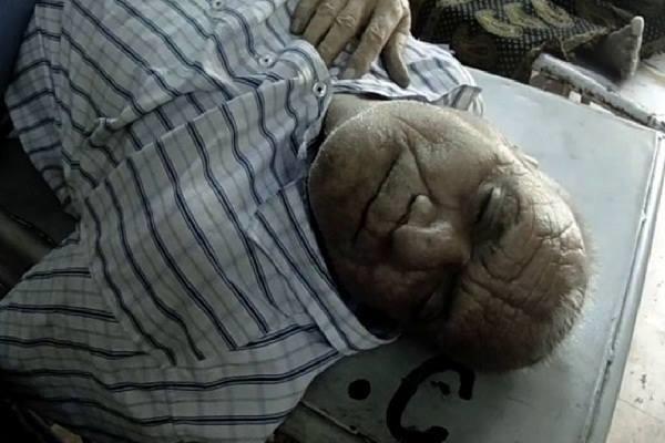 मोबाइल शोरूम में हाथापाई, पुत्र को छुड़वाने गए पिता की मौत