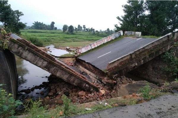 NH-75 पर स्थित डूडंगी पुल टूटा, प्रशासन पर खड़े हुए कई सवाल