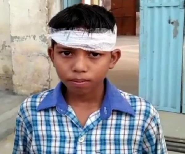 स्कूल में एक बार फिर ढाया गया मासूम पर सितम, प्रबंधक ने छात्र का फोड़ा सिर