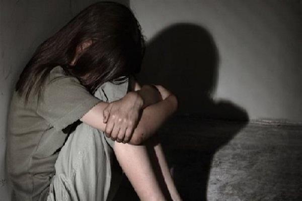 आठ वर्षीय बच्ची से अश्लील हरकतें करने पर एक व्यक्ति पर पर्चा दर्ज