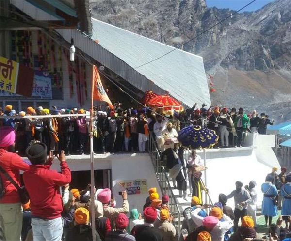हेमकुंड साहिब और लोकपाल लक्ष्मण मंदिर के कपाट हुए बंद