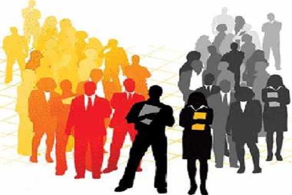बेरोजगार पढ़े लिखे नौजवानों का भीख मांगना बन रहा है चिंता का विषय