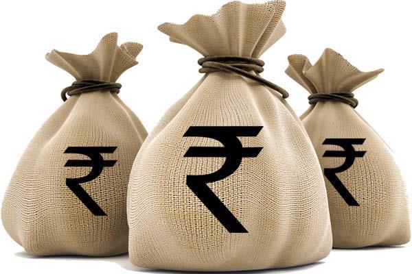 चुनाव कमीशन के उडऩदस्ते ने कार से बरामद किए 8 लाख रुपए