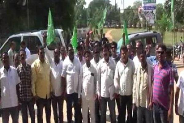 पेट्रोल-डीजल से वैट हटाने को लेकर JMM ने किया सरकार के खिलाफ प्रदर्शन