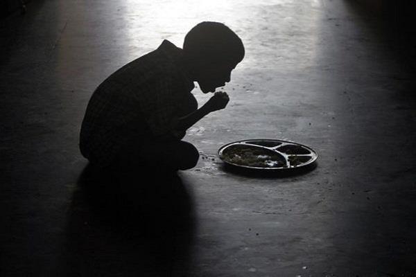 वर्ल्ड फूड डेः भारत में हर चार में से एक बच्चा भूखा