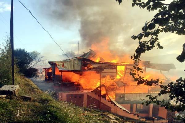 भीषण अग्निकांड : राख के ढेर में बदले 7 आशियाने, लाखों का नुक्सान