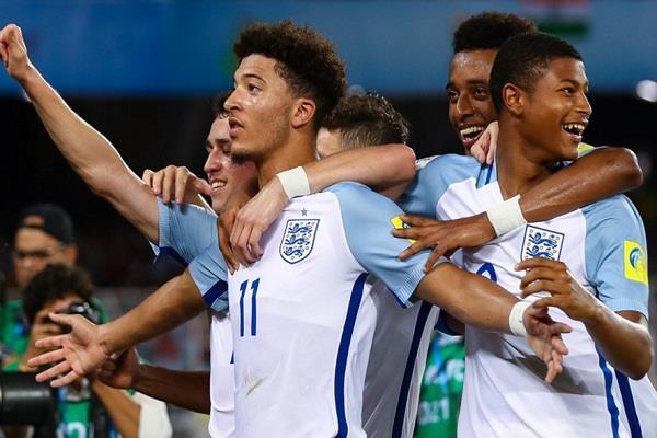 फीफा U-17 विश्व कप मैक्सिको को 3-2 से हराकर इंग्लैंड प्री क्वार्टर फाइनल में