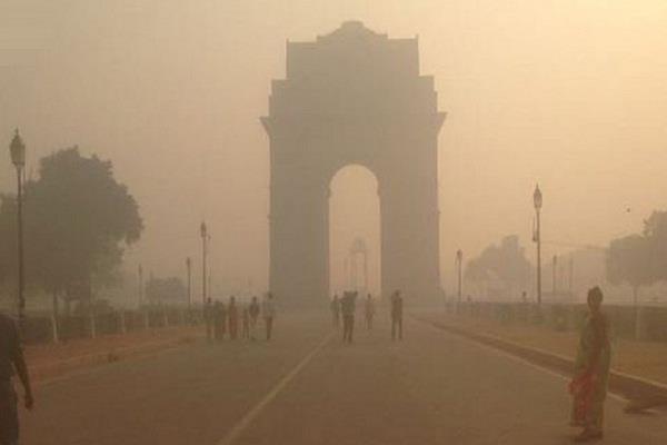 दिल्ली: तेज हवाओं के कारण प्रदूषण के स्तर में आ रही कमी, गुणवत्ता फिर भी खराब