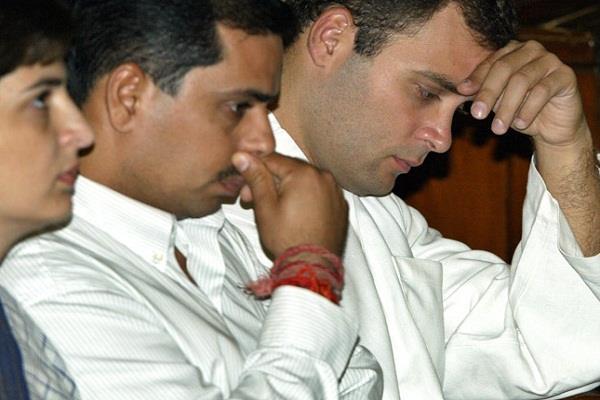 गुजरात के सीएम ने राहुल गांधी से वाड्रा मुद्दे पर चुप्पी तोडऩे को कहा