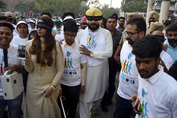 नवजोत सिंह सिद्धू ने नेत्रहीन बच्चों के साथ ब्लाइं वॉक में लिया हिस्सा