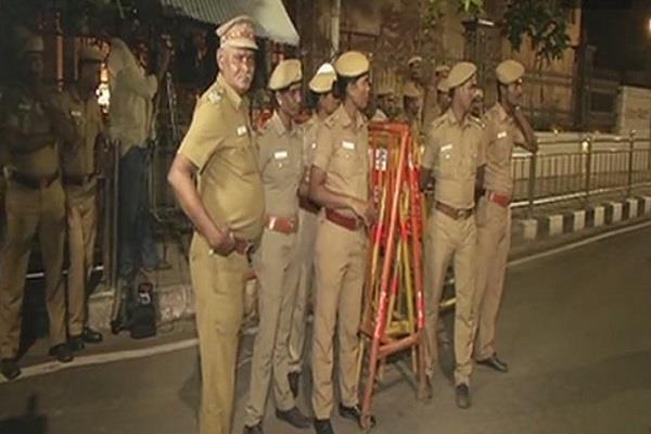 आयकर अधिकारियों ने जयललिता के आवास पर कार्यालय ब्लाक मेें की छापेमारी