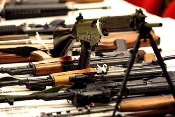 पाकिस्तान ने स्वचालित हथियारों पर प्रतिबंध लगाया