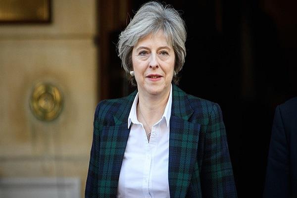 ब्रिटेन की पीएम के अविश्वास प्रस्ताव को लेकर सांसद लामबंद