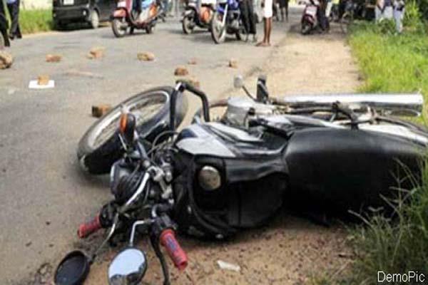 दर्दनाक हादसा : बाइक स्किड होने से एक की मौत, एक PGI रैफर