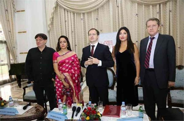 randhir kapoor hema malini launched russian film days