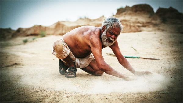 bollywood sanjay mishra starrer kadvi hawa movie release