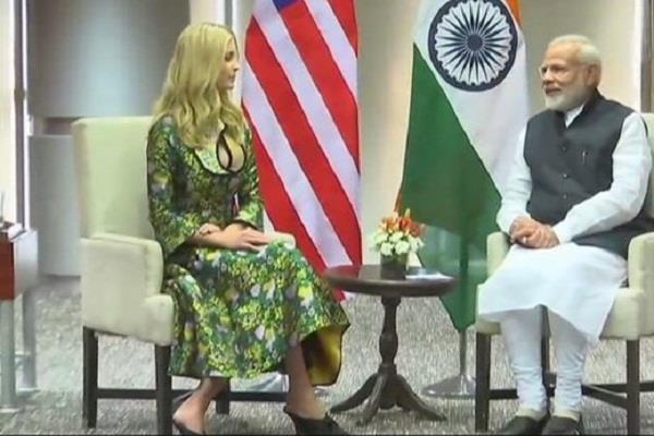 इवांका को तोहफा देने के लिए गुजरात की कला का खास नमूना ले गए PM मोदी