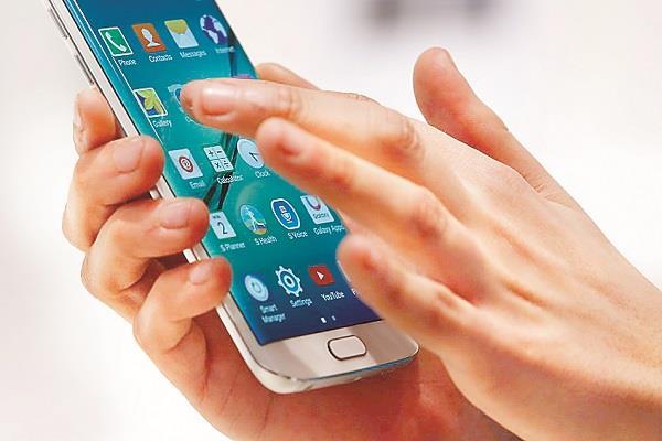 स्मार्टफोन का अत्यधिक इस्तेमाल किशोरों में बढ़ाता है आत्महत्या का खतरा