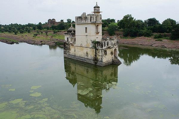 रानी पद्मावती के महल पर डालें एक नजर, मंदिरों की खूबसूरती आज भी लाजवाब