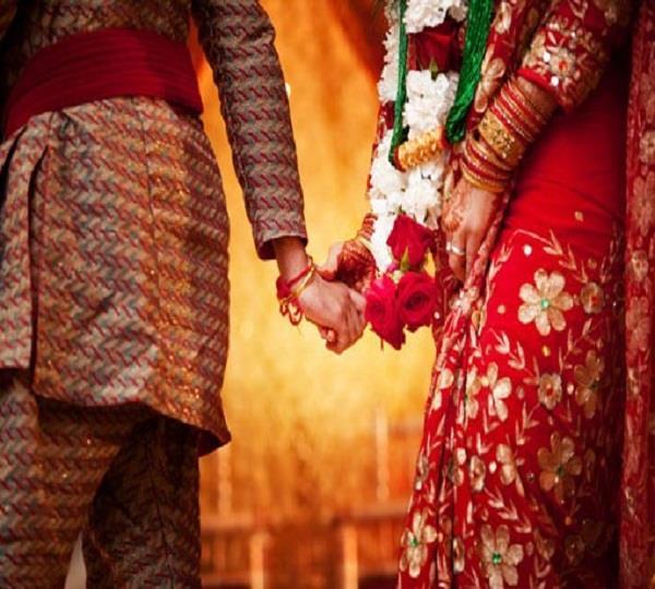 पहले पत्नी को घर से निकाला, फिर पड़ोसन से कर ली शादी