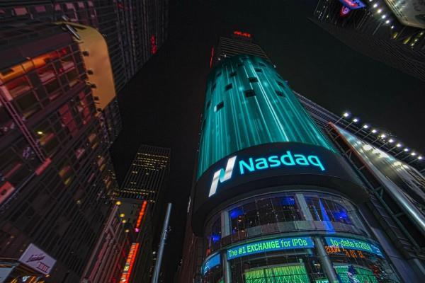 अमरीकी बाजारों में मिलाजुला कारोबार, डाओ सपाट बंद