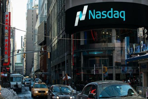 अमरीकी बाजार में हल्की बढ़त, डाओ सपाट होकर बंद