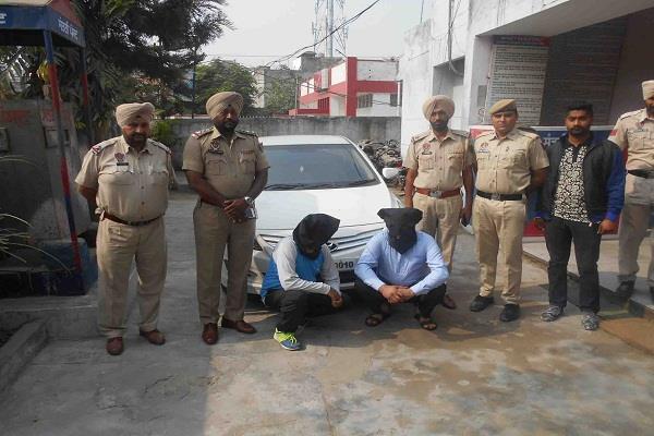 कार की जाली FIR दर्ज करवाने तथा जाली नम्बर लगाने पर 2 आरोपी गिरफ्तार