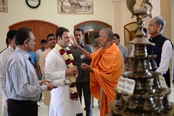 राहुल ने गुजरात के 11 मंदिरों में पूजा-अर्चना की, BJPने कहा यह स्वाभाविक नहीं है