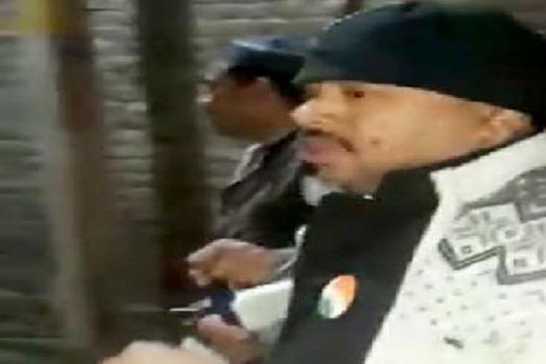 लाखों की नकदी के साथ कांग्रेस प्रत्याशी गिरफ्तार, वोट के बदले नोट का दे रहा था अॉफर