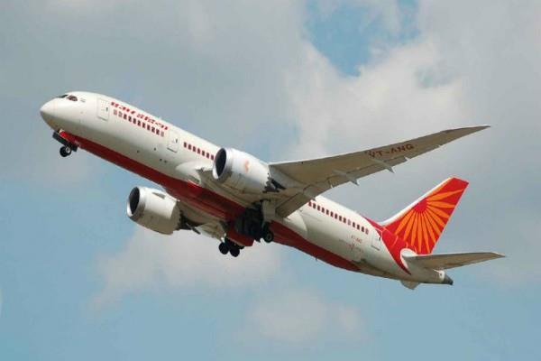 'ड्यूटी ओवर' कह पायलट ने प्लेन उड़ाने से किया इंकार, सड़क के रास्ते भेजे गए पैसेंजर