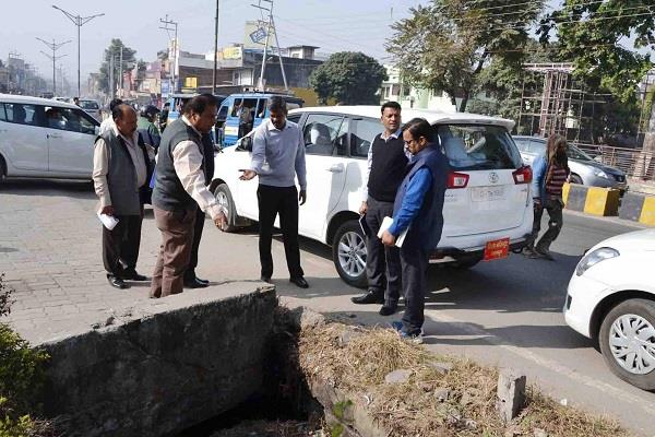 डीएम ने राष्ट्रीय राजमार्ग के कार्यो को जांचा, दिए निर्देश