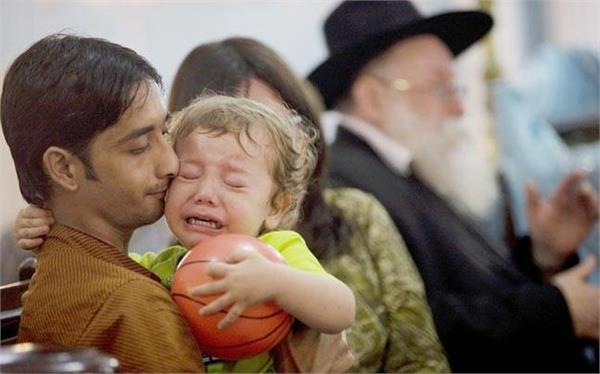 26/11 मुंबई हमले में जिंदा बचा 2 साल का यह बच्चा अब दिखता है ऐसा
