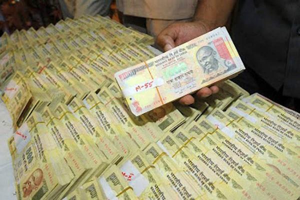 नोटबंदी के बाद बैंक में जमा हुए 15.39 करोड़, बेनामी घोषित