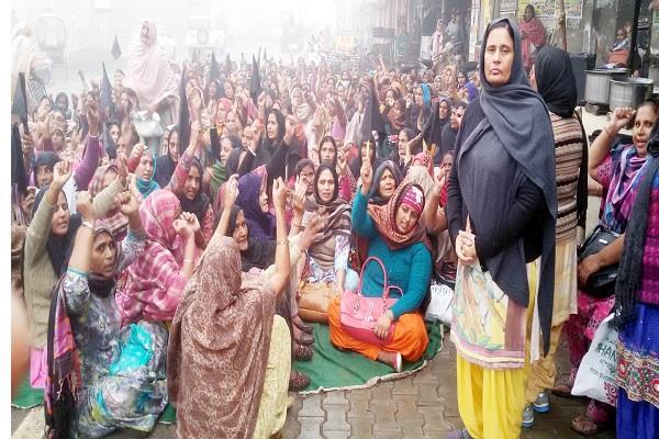 आंगनबाड़ी मुलाजिम यूनियन ने मनाया काला दिवस