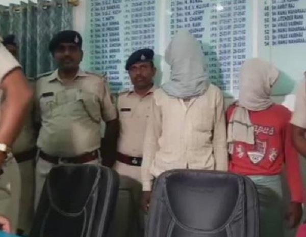 बिहार में ब्रिटिश दम्पति से दुर्व्यवहार, 2 गिरफ्तार