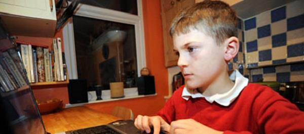 ब्रिटेन का बड़ा फैसला- बच्चों के फेसबुक और ट्विटर इस्तेमाल पर लगेगी रोक