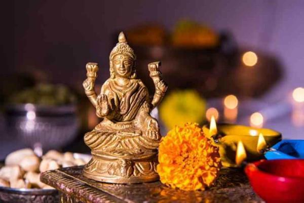 देव दीपावली: सूर्यास्त के बाद इस मुहूर्त में करें दीपदान, सारा साल होगा धन लाभ