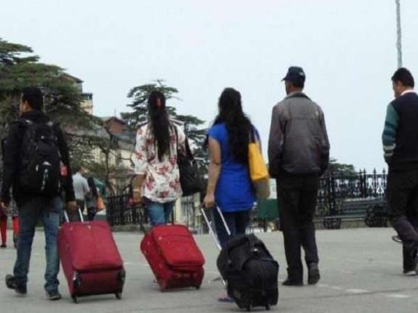 शिमला आने वाले पर्यटकों को रेलवे ने दिया ये खास तोहफा, जानने के लिए पढ़ें खबर