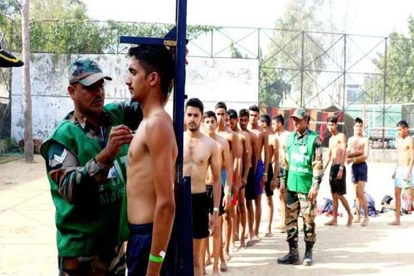 सेना भर्ती में पहले दिन 3 हजार युवाओं ने आजमाई किस्मत, इतने हुए पास