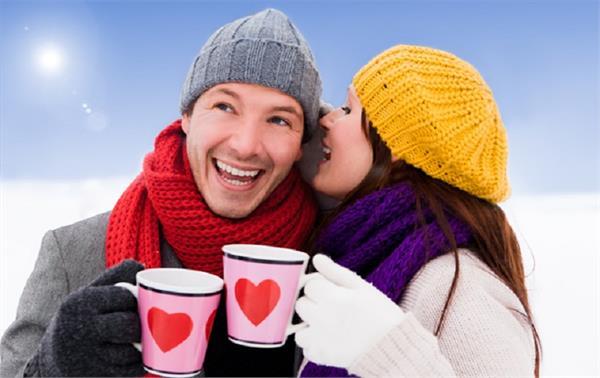 तो इसलिए सर्दियों में एक-दूसरे के ज्यादा करीब आ जाते है कपल्स