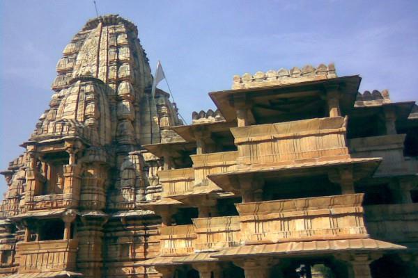 जानिए, 12वीं शताब्दी का ये मंदिर क्यों कहलाता है अनोखा