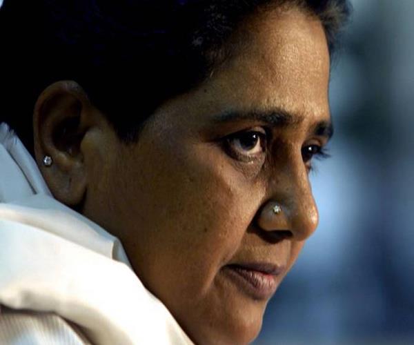 'मायावती 'दौलत' की बेटी है न कि दलित की'