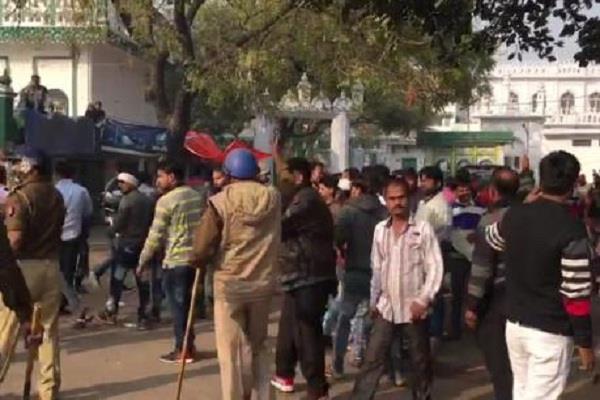 निकाय चुनावः 2 वार्डों में 500 लोगों का नाम कटने पर जमकर प्रदर्शन