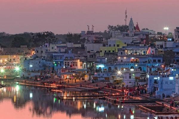 पंच भीष्म स्नान के दौरान 33 करोड़ देवी-देवता सरोवर के जल में विद्यमान रहते हैं