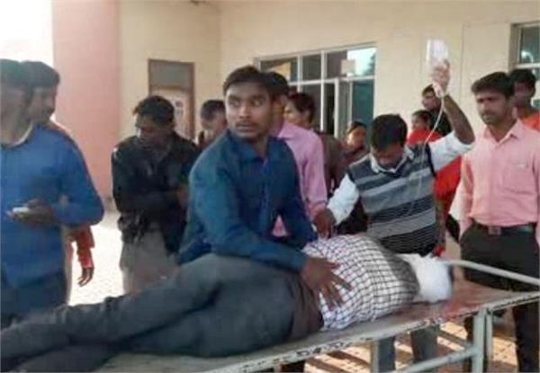 यूपीः दिन दहाड़े बदमाशों ने युवक को मारी गोली, हालत गंभीर